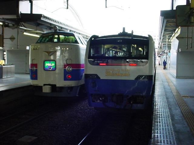 JR東日本HB-E300系気動車:STATI...